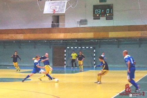 Команда «Жилстрой-2» держит первенство в суперлиге XXII областного Кубка ФК «Универ» по футзалу