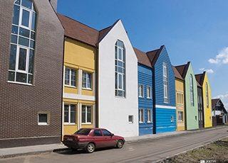 Продолжается строительство домов № 1 и №3 комплекса таунхаусов «Журавлевская Слобода»