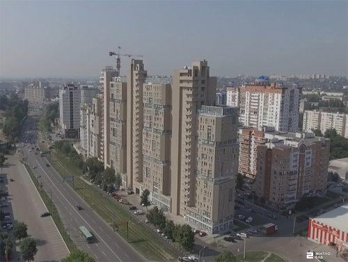Возводится 15-й этаж 4-й секции ЖК «ПАВЛОВСКИЙ КВАРТАЛ» (аэросъемка)