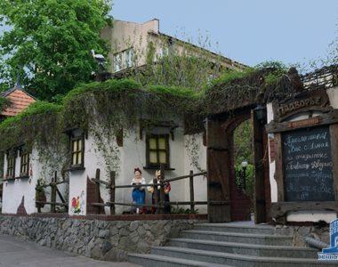 Ресторан «Подвір'я», вул. Чернишевська, 12, 1995 р.