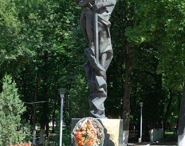 Памятник погибшим милиционерам, ул. Совнаркомовская, 13, 1995 г.
