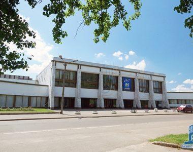 Культурно-спортивный комплекс завода «Коммунар», ул. Григория Рудика, 2, 1980 г.