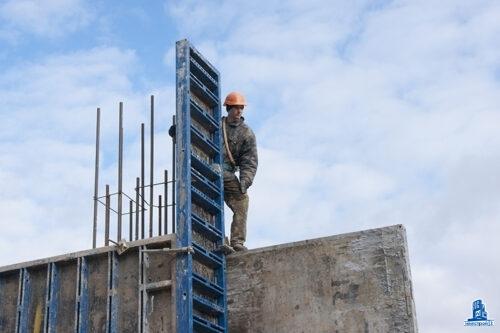 """В первой секции МФК """"Манхэттен"""" завершаются монтаж вертикальных конструкций десятого этажа"""