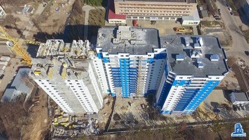"""Во второй секции ЖК """"Дом на Зерновой"""" ведется установка лифтов"""