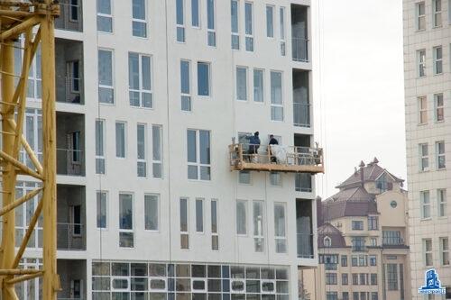 """В ЖК шестой секции """"Павловский квартал"""" строители начали установку перекрытия над шестым этажом"""