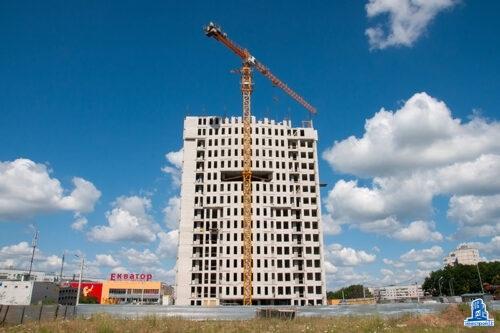 """В тринадцатой секции ЖК """"Меридиан"""" завершен монтаж перекрытия над первым этажом"""
