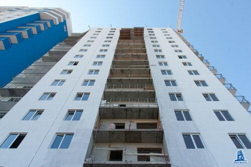 """В третьей секции ЖК """"Дом на Зерновой"""" ведется окрашивание фасада"""