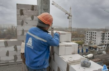 """В секции №1 дома №5 ЖК """"Пролісок"""" ведется монтаж вертикальных конструкций шестого этажа"""