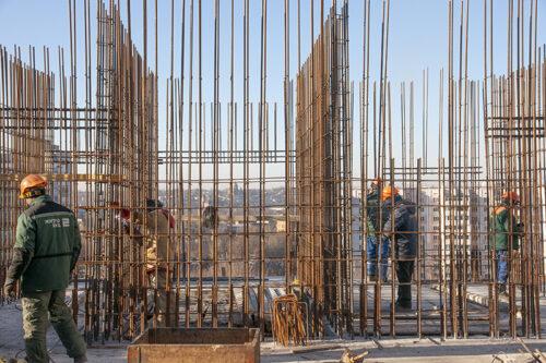"""В шестой секции ЖК """"Павловский квартал"""" ведется монтаж перекрытия над четырнадцатым этажом"""
