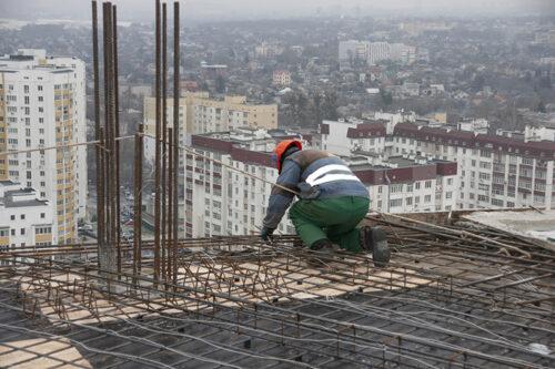 """Во второй секции  МФК """"Манхэттен"""" ведется монтаж вертикальных конструкций двадцатого этажа"""