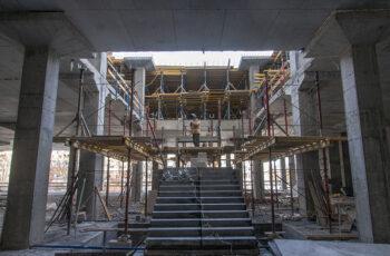 """В четвертой секции МФК """"Манхэттен"""" начат монтаж вертикальных конструкций нижнего уровня паркинга"""