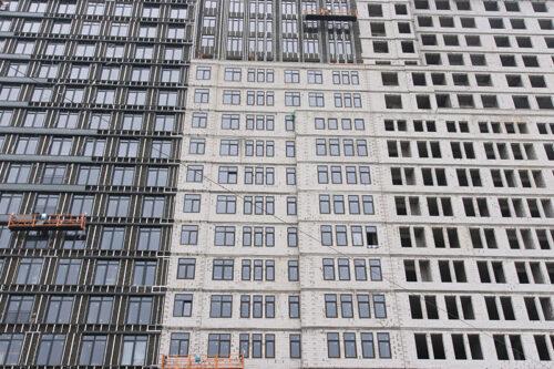 """В четвертой секции МФК """"Манхэттен"""" ведется монтаж перекрытия над нижним уровнем паркинга"""