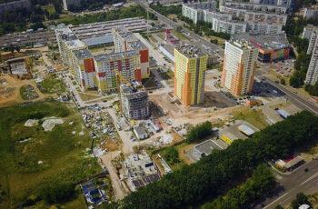 """В секции №4  ЖК """"Меридиан"""" ведется монтаж вертикальных конструкций первого этажа"""