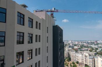"""У третій секції БФК """"Манхеттен"""" триває монтаж вертикальних конструкцій сьомого поверху"""