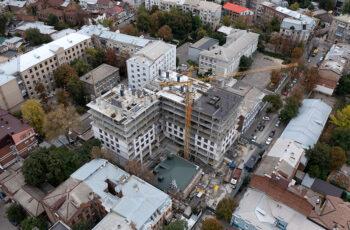 """В ЖК """"Октава"""" ведется монтаж вертикальных конструкций девятого этажа"""